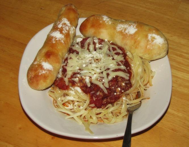 spaghettiwithbreadsticks